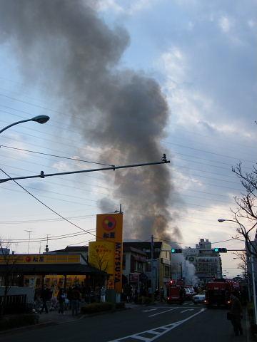 2009032885.jpg 中町で火事です