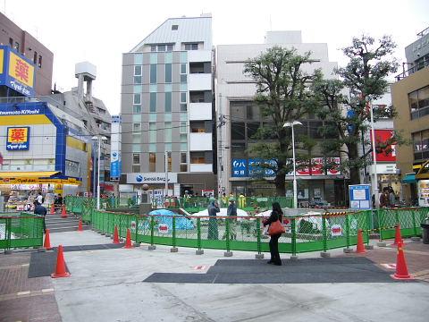 20081115060.jpg カリヨン広場工事中