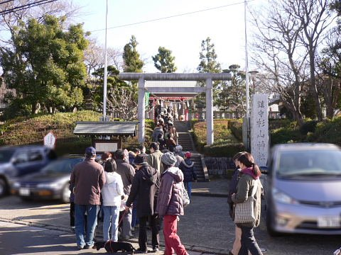 2009010104.jpg 成瀬杉山神社の初詣