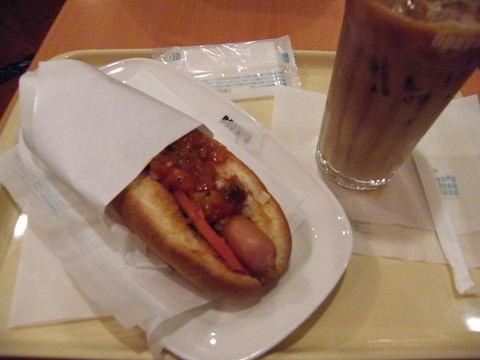 2008112918.jpg ドトールコーヒーのピリ辛カポナータドッグ270円