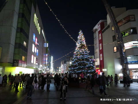 2014112906町田ターミナルプラザ前のクリスマスツリー