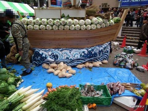20101114084野菜宝船・野菜神輿