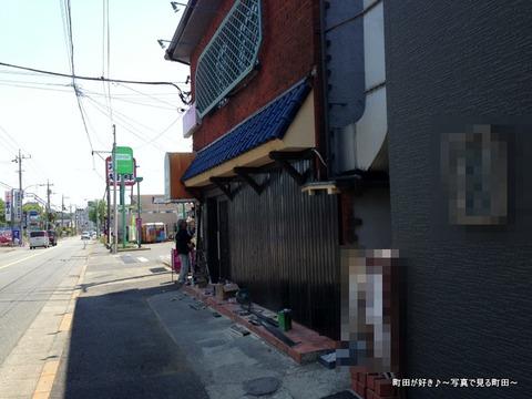 2013050501成瀬街道沿いのお店が改装中
