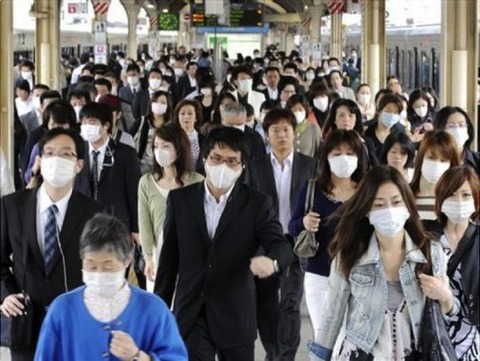 are-they-wearing-a-flu-mask-even-at-600x451-20141125-1