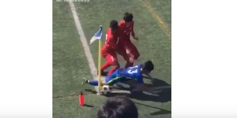 足をスパイクで思い切り踏みつけ押し倒す・・・高校サッカーの悪質なプレー動画がネットで炎上騒動 「日大タックル事件並にひどい・・」(動画あり)
