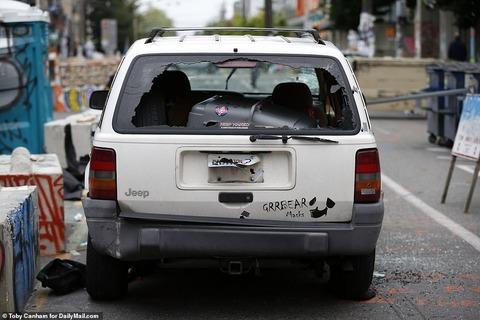 黒人デモ隊が独立宣言したアメリカのシアトル自治区、自治区の自警団が16歳の黒人少年を撃ち殺してしまい解散へ・・・