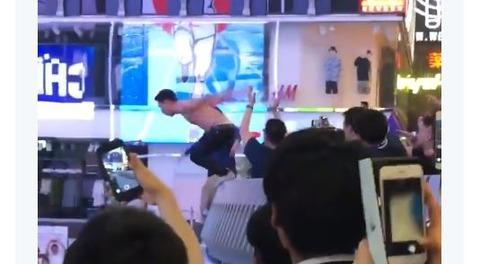 【サッカーW杯】大阪人さん また道頓堀川に飛びこんでしまう・・・ 日本の勝利でカオス状態に(動画あり)