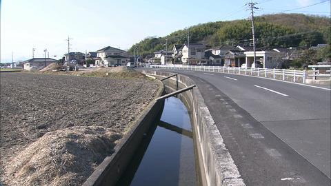 年間何人も死者がでる岡山の人食い用水路 16日自転車女性(75)が用水路にハマったまま水死。 なぜいつまでも対策しないのか?