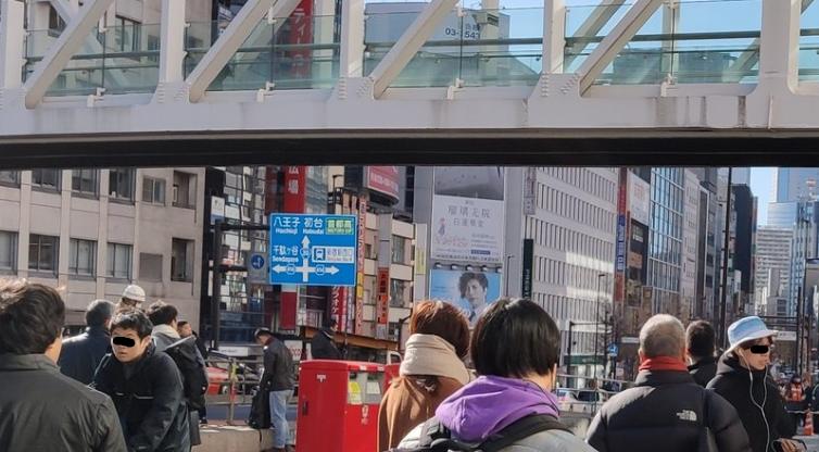 自殺 新宿 駅 新宿駅南口首つり男性自殺!自殺画像が拡散でTwitter炎上!友人が見殺しにした?