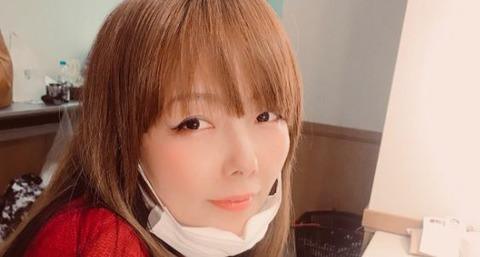 aiko、ライブ途中で声が枯れて歌えなくなりライブ中止に ツイッターで謝罪「悔しくて死にそうです」 後日振替公演を行うことも発表