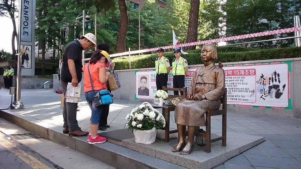 ツイッター速報韓国ソウル 日本大使館前の慰安婦像が「公共造形物」に指定される  撤去困難に  言ってる事とやってる事違いすぎwコメントする
