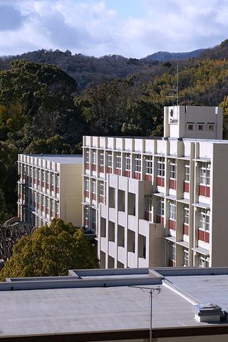 山奥の学園