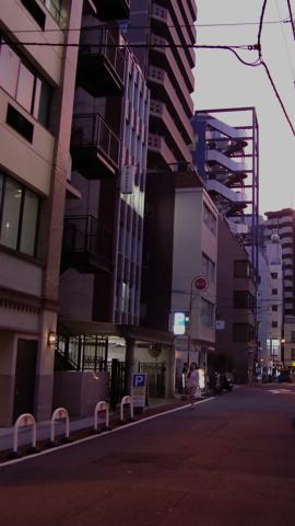 夕暮れのオフィス街