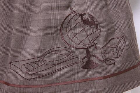 探偵コス ワンピースの刺繍