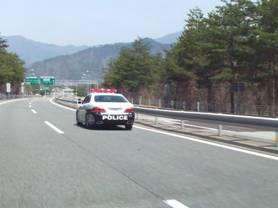 東富士五湖道路で見かけたパトカーだが、覆面パトカーも見た。