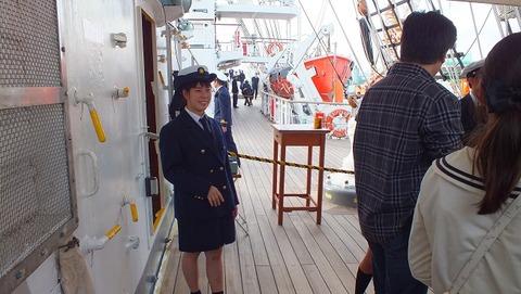 練習船日本丸の若い女性実習生