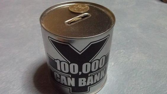10万貯金箱を開けましたっ! (開ける前のデジカメ写真)