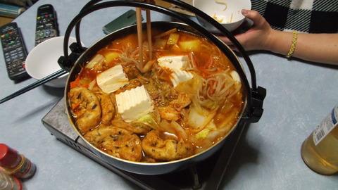 「キムチ鍋」で嫁が準備完了と食うぞ熱くなるぞ!