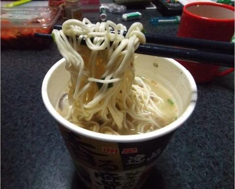 2分カップ麺にものづくり日本熱湯2分で食べれる写真 (2)