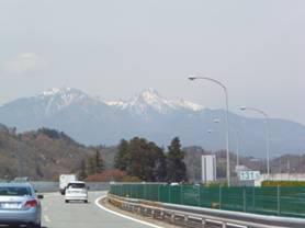 東富士五湖道路・中央道で山梨県北杜市小淵沢町神田の大イトザクラへ向かう途中の写真です