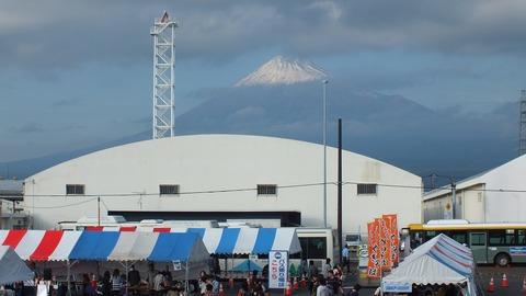 富士市田子の浦港に来てた日本丸船内から富士山写真