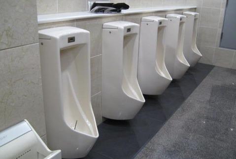 11の武蔵大学男子トイレ小便器 フリーイラスト