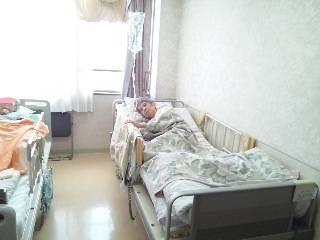 東名裾野病院の病棟の4階に肺炎で入院し胃ろうをしてる母をシャメ
