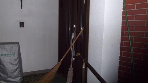 1真夜03時に聖教新聞の代理配達で実家配達玄関にイタズラ(17)