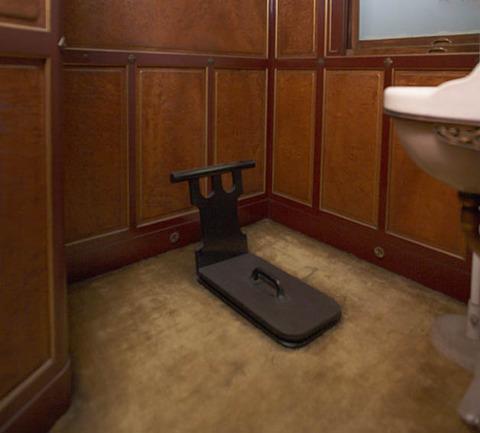 ノック無しで自宅のトイレを開けると