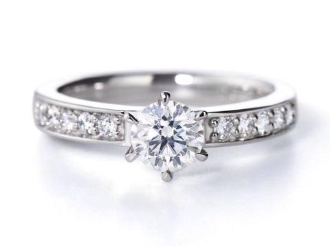 婚約指輪売