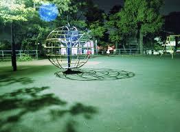 深夜の公園で