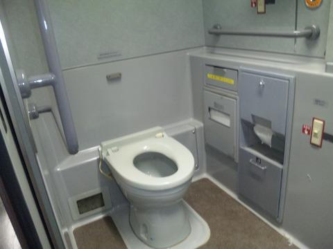 禁煙の新幹線内トイレでタバ