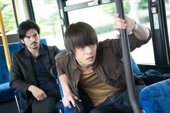 バスの後ろの席