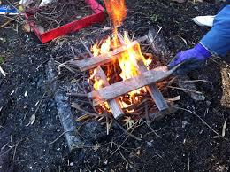 イジメで焚き火に突っ込ま