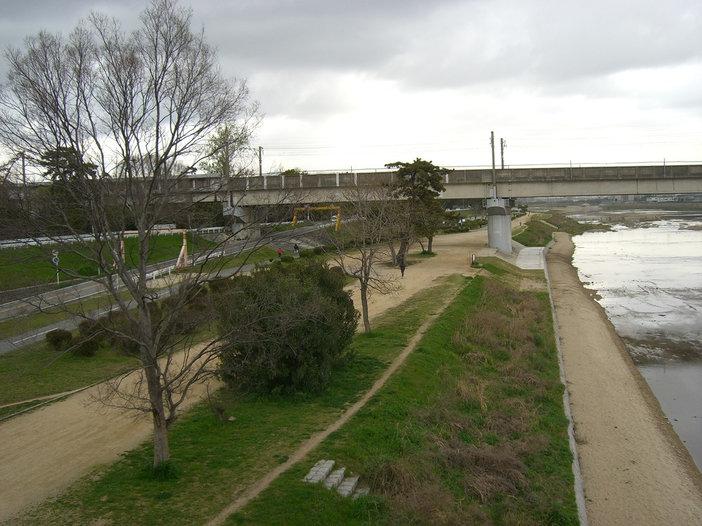 09武庫川をわたる