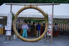 200808鶴岡八幡宮茅の輪くぐり