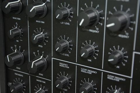 synthesizer-1286423_1920