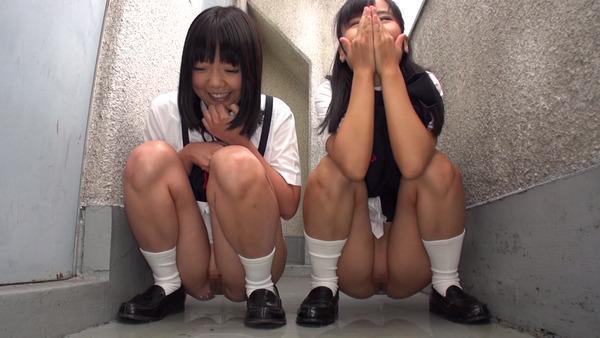 女の子の放尿画像2 (1)