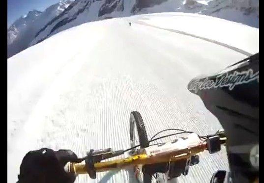 【標高3500�】世界最高峰の自転車レース