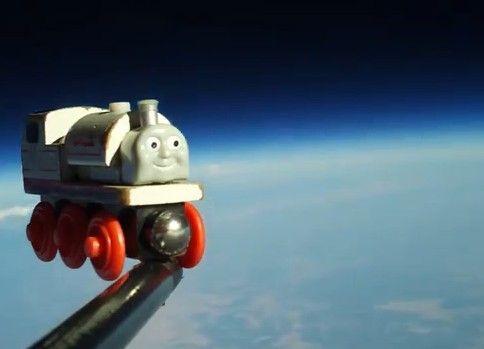 ほっこり!息子のおもちゃを宇宙まで飛ばしてみた!