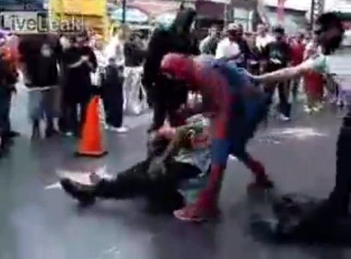 一般市民をフルボッコにするスパイダーマン