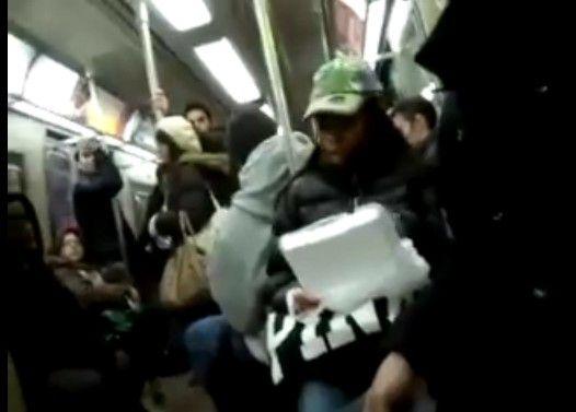 「電車の中で飯食うな!」 車内で女性たちが大喧嘩