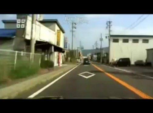 ニコ生車載配信中にわき見運転し追突事故