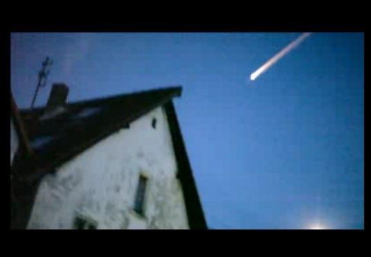 クリスマス・イブにドイツやオランダで目撃された巨大な火の玉