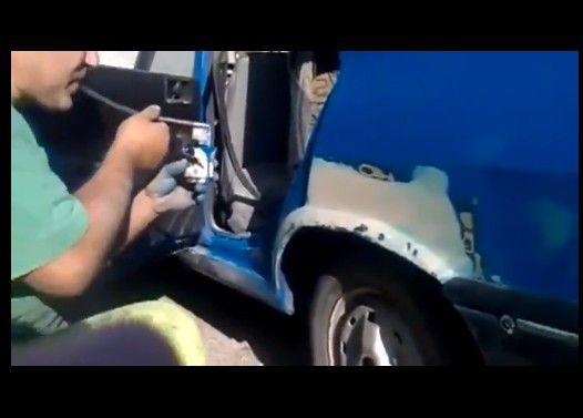 塗料を吹いて車の塗装するおっさんが凄い