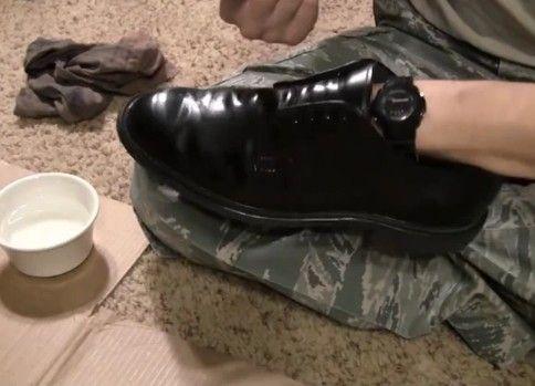 靴がピカピカになる軍隊式靴磨き