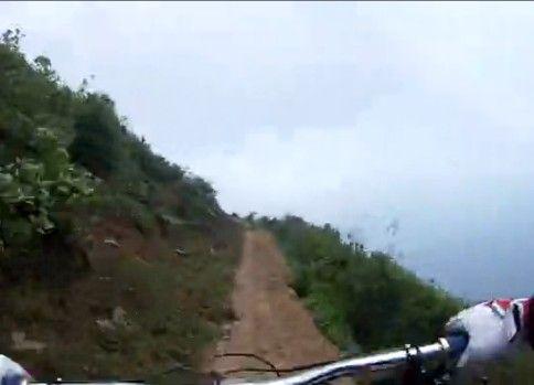 【車載動画】 自転車で崖を下る