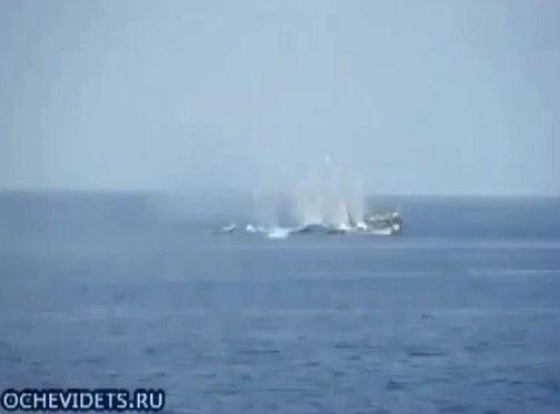 ロシア海軍が軽々とソマリア海賊を海に沈める