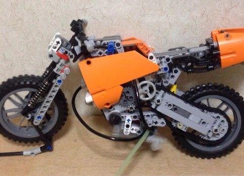 LEGOでバイク�(空気圧単気筒エンジン)