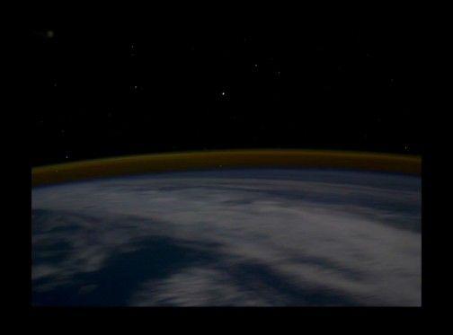 宇宙ステーションから見た幻想的な地球